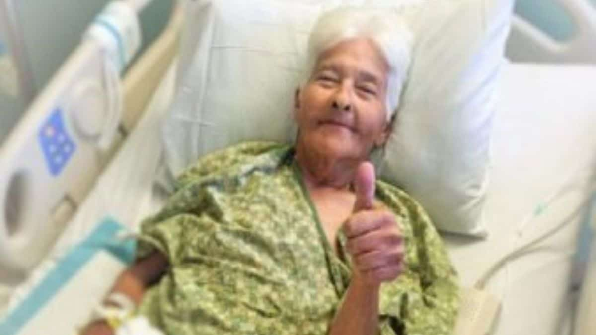 Virginia gives the thumbs up for the camera while receiving a chemotherapy infusion.