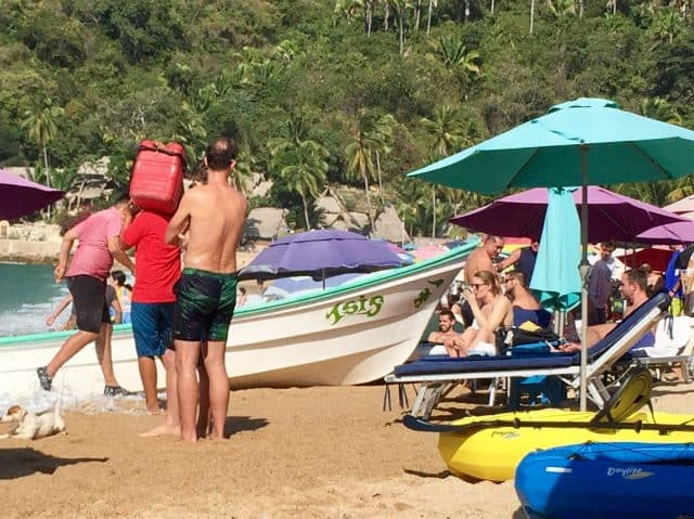 yelapa-tourist-boat-beached