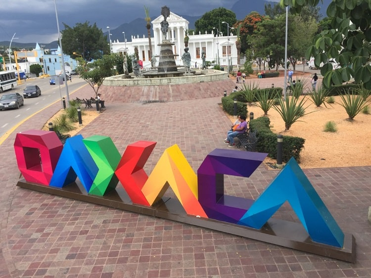 Pictures & video from a double-decker sightseeing bus in Oaxaca City 19