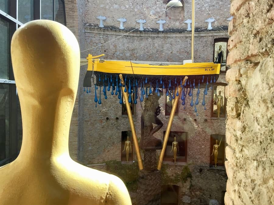 Dali Theatre-Museum & Girona on a day trip 5