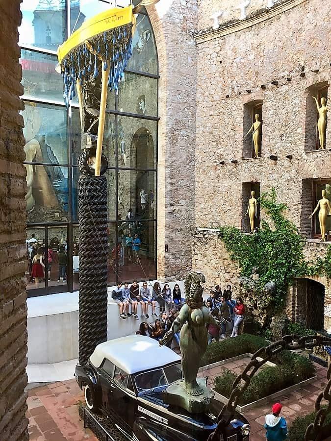Dali Theatre-Museum & Girona on a day trip 3