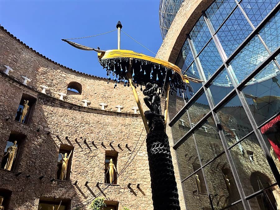 Dali Theatre-Museum & Girona on a day trip 7