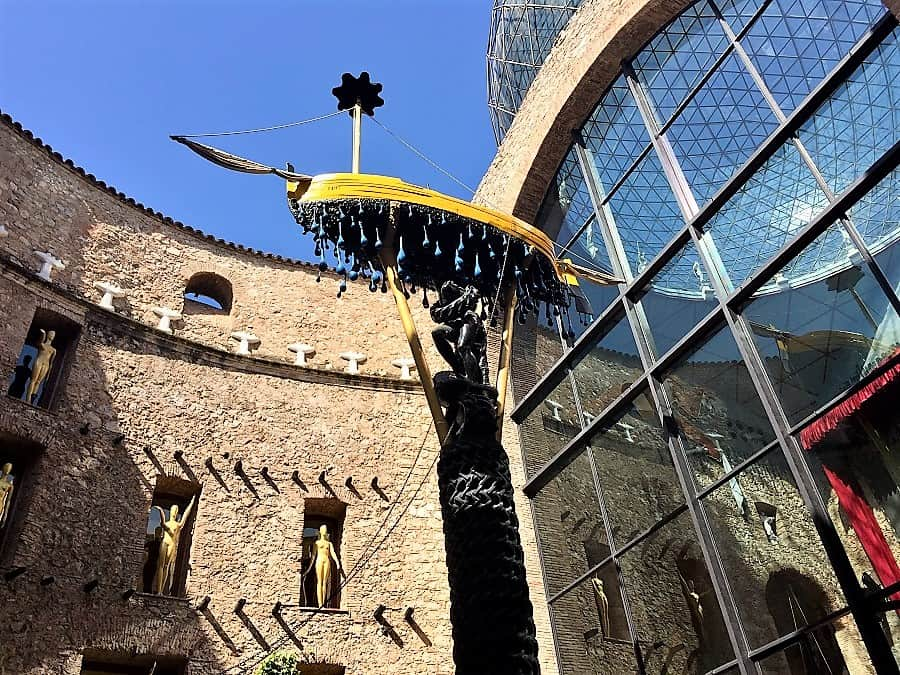 Dali Theatre-Museum & Girona on a day trip 8