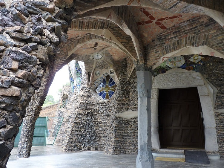 another church gaudi built shows archways similar to those found in la sagrada familia