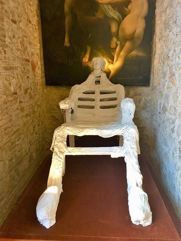 Dali Theatre-Museum & Girona on a day trip 12