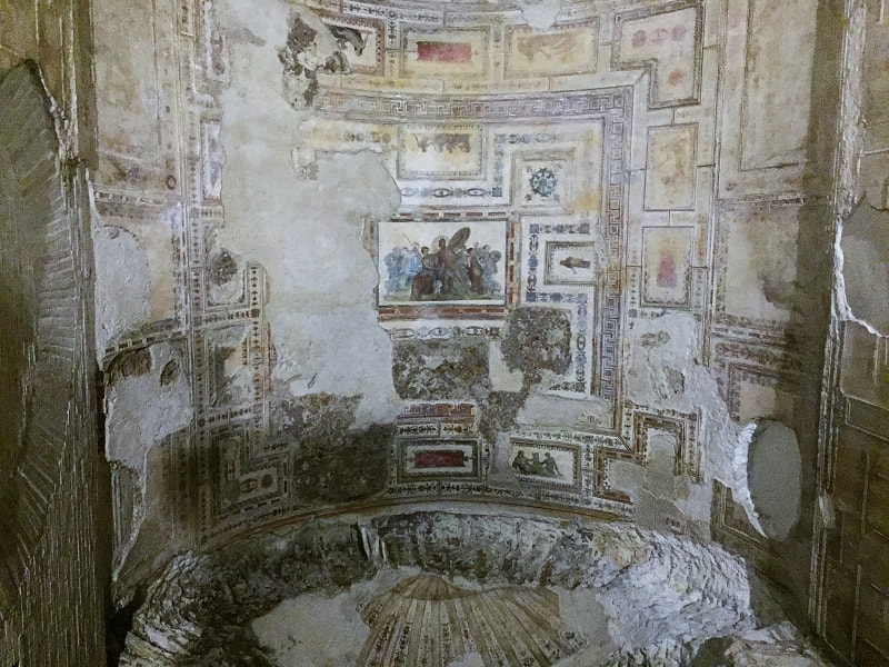 the story of achilles is painted on the ceiling in domus aurea, and a large part of the painting remains to this day