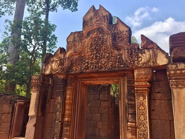 Angkor Wat budget travel tips that support locals 2