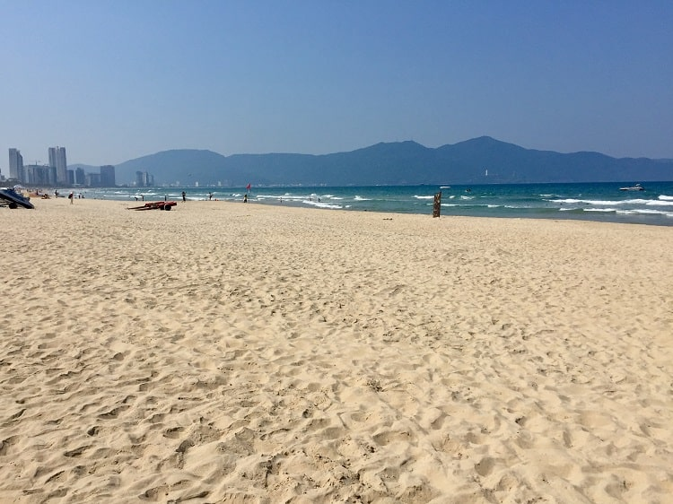 The wiide beach in Danang