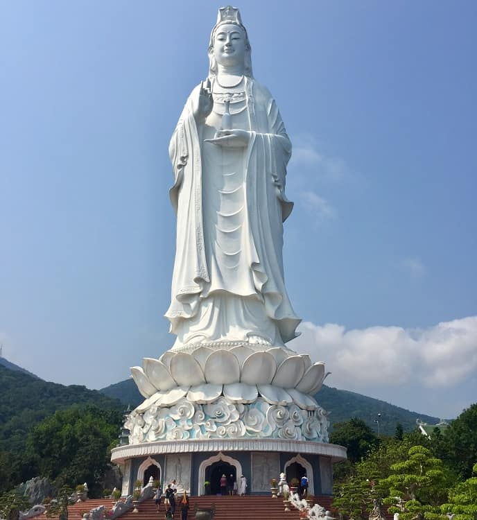 the white buddha in danang