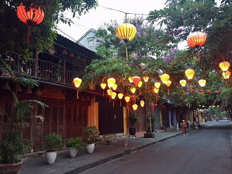 lanterns in hoi an at sunrise
