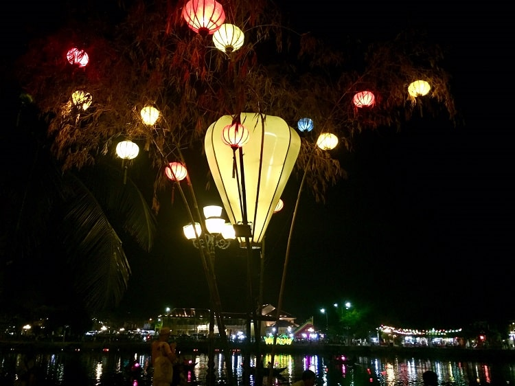 laterns at night in hoi an