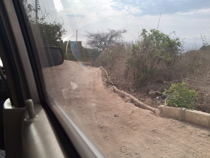 one of many dirt roads on nusa pendia