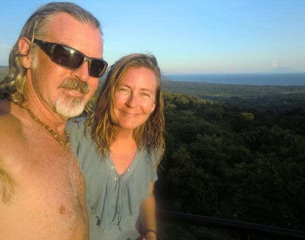 Tedly and Ellen of Earth Vagabonds look happy and healthy in the Philippines while retired and traveling.