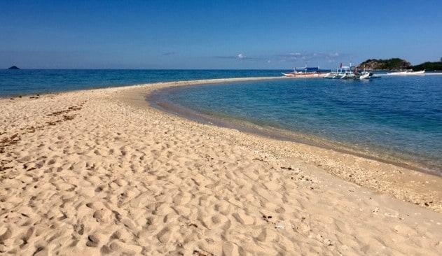 huge sand bar at gigantes islands