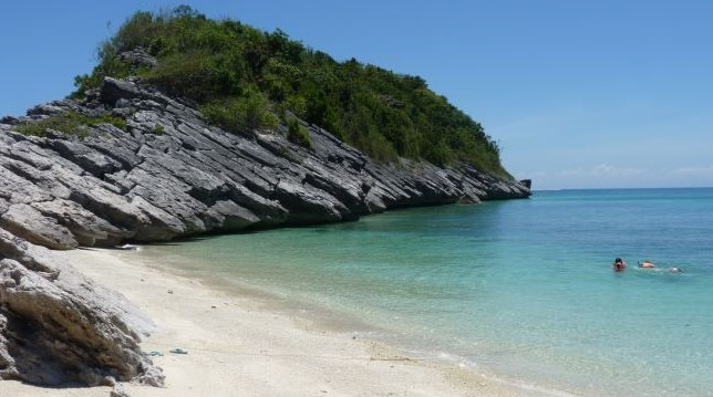 snorkeling is popular at gigantes islands