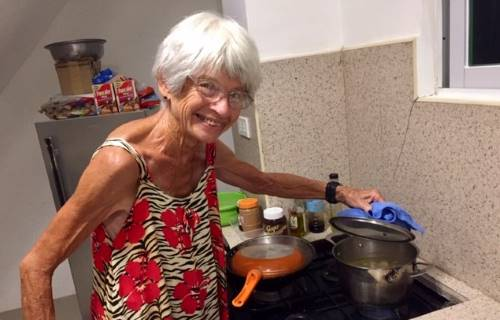 mom diane cooks sinigang