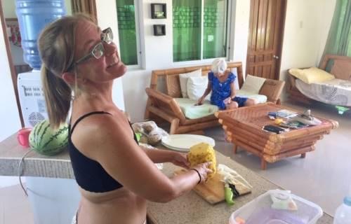 Ellen cuts pineapple on Mother's Day on COVID-19 lockdown